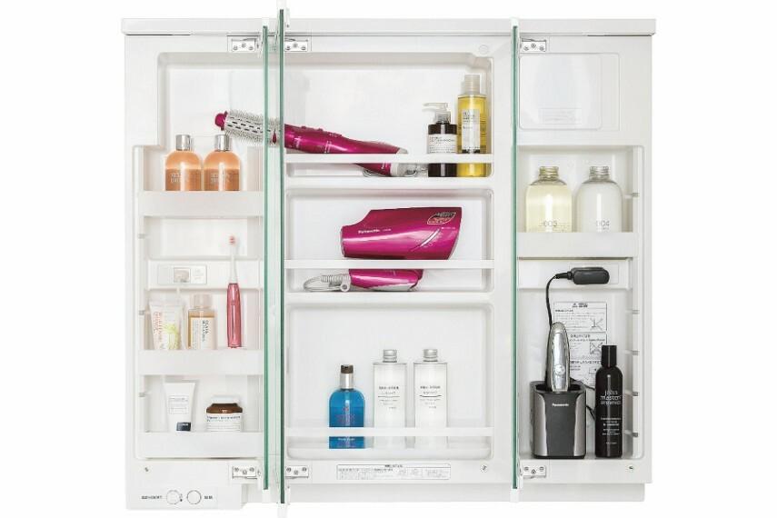 ドレッサー/Panasonic「すっきり家電収納」  収納内部にコンセントを設置。シェーバーや電動ハブラシなど、いつもの収納場所で充電可能です。