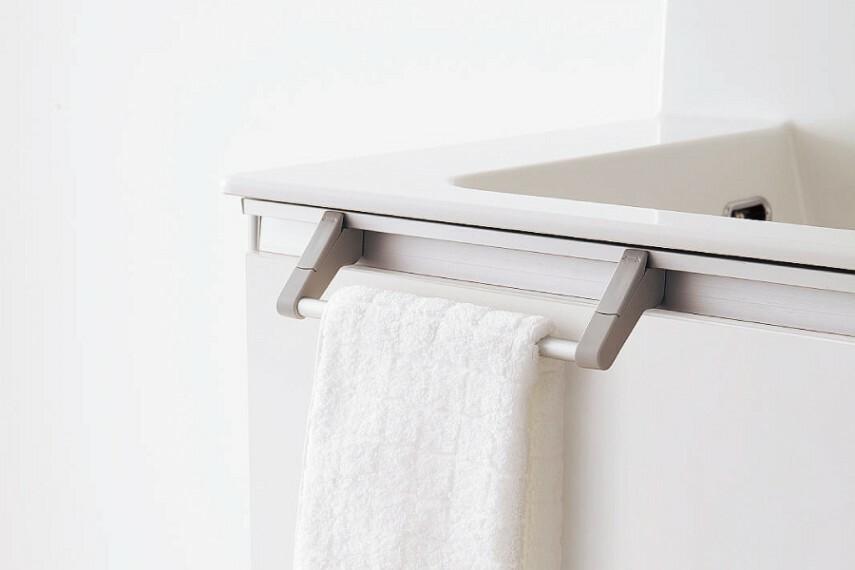 ドレッサー/Panasonic「タオル掛け」  取り外しや移動ができるタオル掛け。手や顔を洗う時に便利です。