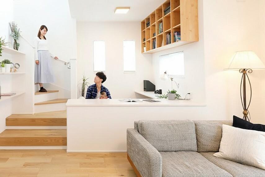 リビングアクセス  団らんや憩いの場所であるリビングが中心の、スムーズな生活動線は、家族のコミュニケーションを自然に育みます