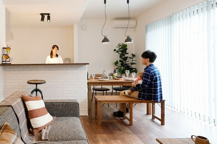 ハイオープンキッチン  開放的な対面式キッチンは、家族の声や姿を感じられて安心して料理を楽しめます