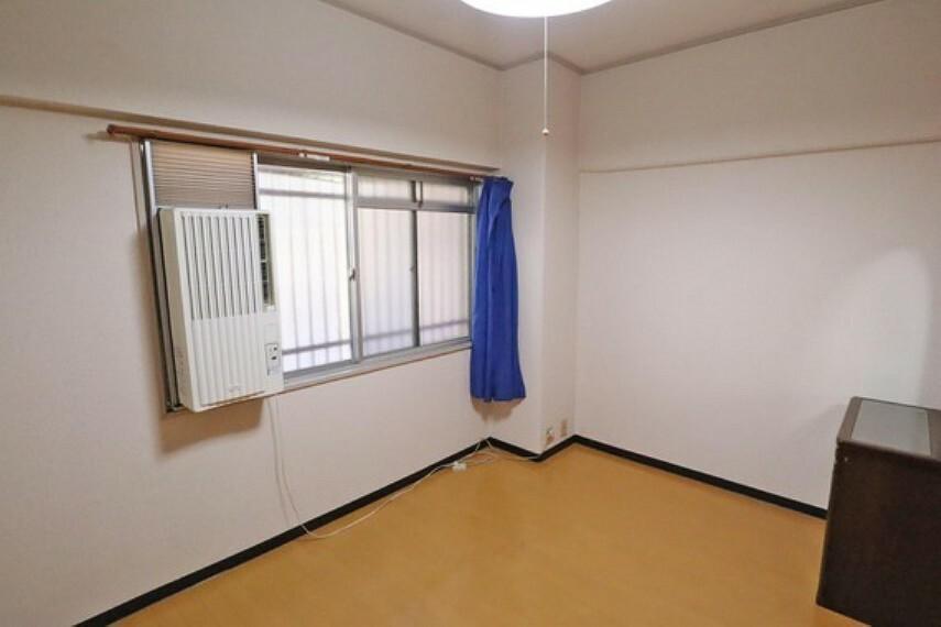 北側洋室約6.0帖。