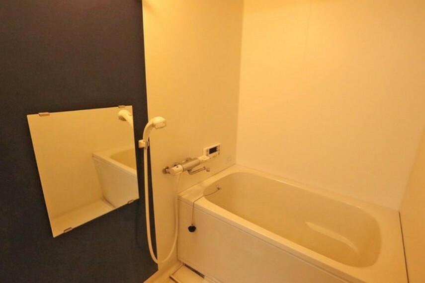 浴室 浴室。2013年4月にリフォーム済みで、きれいにお使いです。浴室暖房乾燥機付きですので、雨の日の洗濯や寒い日のシャワーも安心です。