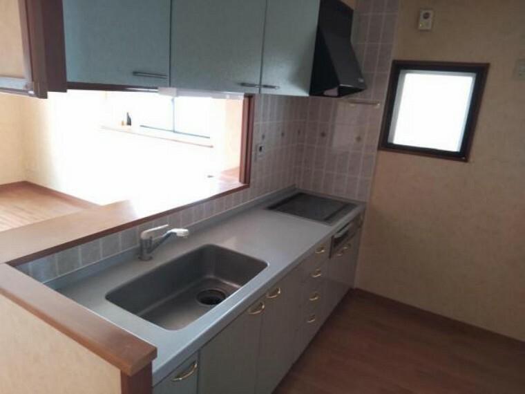 キッチン 既存キッチン写真です、新規にシステムキッチンを設置する予定です。
